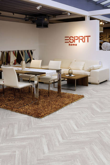 This Classic Installation Pattern From The Wooden Parquet Segment Is Finally Returning To Stores Restaurants And Private Homes Especially As A Vinyl Floor